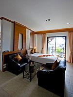 プーケット インターネット接続(無料)のホテル : アマタ パトン(Amata Patong)のジュニアスイートルームの設備 Living Area