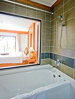 プーケット インターネット接続(無料)のホテル : アマタ パトン(Amata Patong)のジュニアスイートルームの設備 Bathtub