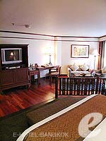 バンコク カップル&ハネムーンのホテル : アナンタラ リバーサイド バンコク リゾート(Anantara Riverside Bangkok Resort)のジュニア スイートルームの設備 Bedroom