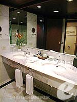 バンコク カップル&ハネムーンのホテル : アナンタラ リバーサイド バンコク リゾート(Anantara Riverside Bangkok Resort)のジュニア スイートルームの設備 Bath Room