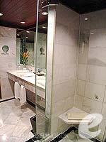 バンコク カップル&ハネムーンのホテル : アナンタラ リバーサイド バンコク リゾート(Anantara Riverside Bangkok Resort)のジュニア スイートルームの設備 Shower Booth