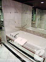 バンコク カップル&ハネムーンのホテル : アナンタラ リバーサイド バンコク リゾート(Anantara Riverside Bangkok Resort)のジュニア スイートルームの設備 Bathtub