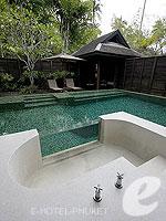 プーケット スパ併設のホテル : アナンタラ プーケット ビラ(Anantara Phuket Villas)のプールヴィラルームの設備 Outdoor Bathtub