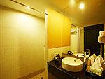 プーケット プールアクセスのホテル : アンダキラ ホテル(Andakira Hotel)のスーペリア シングルルームの設備 Bath Room