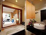 プーケット プールアクセスのホテル : アンダキラ ホテル(Andakira Hotel)のデラックス プールアクセス(ツイン/ダブル)ルームの設備 Bath Room