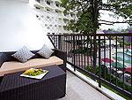 プーケット 2ベッドルームのホテル : アンダマン エンブレイス リゾート & スパ(Andaman Embrace Resort & Spa)のバルコニーデラックスルームの設備 Balcony