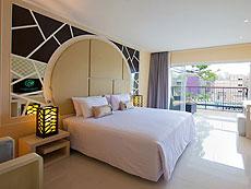 プーケット パトンビーチのホテル : アンダマン エンブレイス リゾート & スパ(1)のお部屋「バルコニーデラックス」