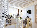 プーケット 2ベッドルームのホテル : アンダマン エンブレイス リゾート & スパ(Andaman Embrace Resort & Spa)のジュニアスイートルームの設備 Living Area
