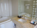 プーケット パトンビーチのホテル : アンダマン エンブレイス リゾート & スパ(Andaman Embrace Resort & Spa)のエンブレース スイート(2ベッドルーム)ルームの設備 Bath Room