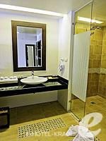 クラビ プールアクセスのホテル : アンヤウィー タプケーク ビーチ リゾート(Anyavee Tubkaek Beach Resort)のデラックスルームの設備 Bath Room