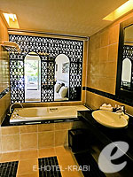クラビ フィットネスありのホテル : アンヤウィー タプケーク ビーチ リゾート(Anyavee Tubkaek Beach Resort)のデラックス プールアクセスルームの設備 Bath Room