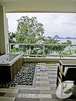 クラビ プールアクセスのホテル : アンヤウィー タプケーク ビーチ リゾート(Anyavee Tubkaek Beach Resort)のジャグジー シービュールームの設備 Balcony
