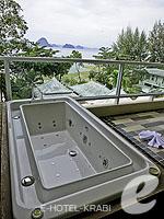 クラビ プールアクセスのホテル : アンヤウィー タプケーク ビーチ リゾート(Anyavee Tubkaek Beach Resort)のジャグジー シービュールームの設備 Balcony with Bathtub