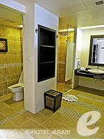 クラビ プールアクセスのホテル : アンヤウィー タプケーク ビーチ リゾート(Anyavee Tubkaek Beach Resort)のジャグジー シービュールームの設備 Bath Room