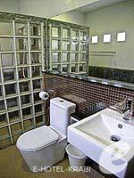 クラビ インターネット接続(無料)のホテル : アオナン パラダイス リゾート(Aonang Paradise Resort)のスーペリア ルームルームの設備 Bathroom