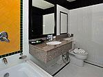プーケット カップル&ハネムーンのホテル : エーピーケー リゾート(APK Resort)のスタンダードルームの設備 Bath Room