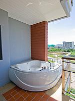 プーケット カップル&ハネムーンのホテル : エーピーケー リゾート(APK Resort)のデラックスルームの設備 Jacuzzi