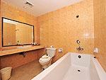 プーケット カップル&ハネムーンのホテル : エーピーケー リゾート(APK Resort)のファミリー コネクティング ルームルームの設備 Bath Room
