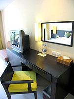 プーケット 会議室ありのホテル : アプサラ ビーチフロント リゾート & ヴィラ(Apsara Beachfront Resort & Villa)のスーペリアルームの設備 Writing Desk