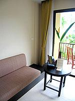プーケット カップル&ハネムーンのホテル : アプサラ ビーチフロント リゾート & ヴィラ(Apsara Beachfront Resort & Villa)のスーペリアルームの設備 Sitting Area