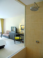 プーケット カオラックのホテル : アプサラ ビーチフロント リゾート & ヴィラ(Apsara Beachfront Resort & Villa)のスーペリアルームの設備 Bathroom