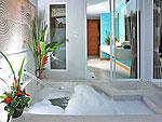 プーケット カップル&ハネムーンのホテル : アプサラ ビーチフロント リゾート & ヴィラ(Apsara Beachfront Resort & Villa)のジャグジーヴィラルームの設備 Bath room