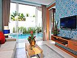 プーケット カップル&ハネムーンのホテル : アプサラ ビーチフロント リゾート & ヴィラ(Apsara Beachfront Resort & Villa)のプール ヴィラルームの設備 Living Room
