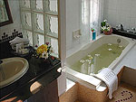 サムイ島 チョンモーンビーチのホテル : アラヤブリ ブティック リゾート(Arayaburi Boutique Resort)のグランド デラックス ビラルームの設備 Bath Room