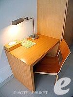 プーケット 5,000円以下のホテル : アスペリー ホテル(Aspery Hotel)のスーペリアルームの設備 Desk