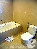 プーケット 5,000円以下のホテル : アスペリー ホテル(Aspery Hotel)のデラックスルームの設備 Bath Room