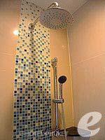 プーケット 5,000円以下のホテル : アスペリー ホテル(Aspery Hotel)のデラックスルームの設備 Shower