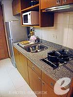 バンコク シーロム・サトーン周辺のホテル : アット イース サラデーン バイ アエタス(At Ease Saladaeng by Aetas)のスタジオ デラックスルームの設備 Bedroom
