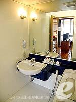 バンコク シーロム・サトーン周辺のホテル : アット イース サラデーン バイ アエタス(At Ease Saladaeng by Aetas)のスイートルームの設備 Bath Room