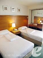 バンコク シーロム・サトーン周辺のホテル : アット イース サラデーン バイ アエタス(At Ease Saladaeng by Aetas)の2ベットルーム ルームの設備 Bedroom