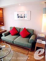 バンコク シーロム・サトーン周辺のホテル : アット イース サラデーン バイ アエタス(At Ease Saladaeng by Aetas)の2ベットルーム ルームの設備 Living Room