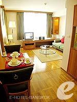 バンコク シーロム・サトーン周辺のホテル : アット イース サラデーン バイ アエタス(At Ease Saladaeng by Aetas)の2ベットルーム ルームの設備 Dining