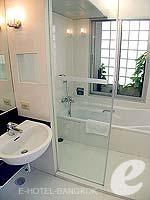バンコク シーロム・サトーン周辺のホテル : アット イース サラデーン バイ アエタス(At Ease Saladaeng by Aetas)の2ベットルーム ルームの設備 Bath Room