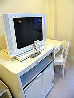 プーケット ロングステイのホテル : @ ホワイト パトン ブティック ホテル  (@White Patong Boutique Hotel)のスーペリアルームの設備 TV