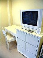 プーケット ロングステイのホテル : @ ホワイト パトン ブティック ホテル  (@White Patong Boutique Hotel)のデラックスルームの設備 TV
