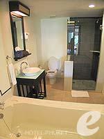 プーケット パトンビーチのホテル : アヴァンティカ ブティック ホテル(Avantika Boutique Hotel)のデラックス プールアクセスルームの設備 Bath Room