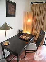 プーケット パトンビーチのホテル : アヴァンティカ ブティック ホテル(Avantika Boutique Hotel)のグランド デラックス フル シービュールームの設備 Desk