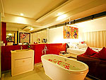 プーケット ファミリー&グループのホテル : B レイ トン プーケット(B-Lay Tong Phuket)のジャグジー スイートルームの設備 Bath Room