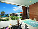 プーケット ファミリー&グループのホテル : B レイ トン プーケット(B-Lay Tong Phuket)のジャグジー スイートルームの設備 Balcony