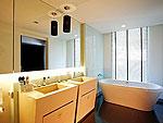プーケット ファミリー&グループのホテル : B レイ トン プーケット(B-Lay Tong Phuket)のコーナー スイートルームの設備 Bath Room