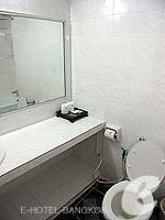 バンコク サイアム・プラトゥーナムのホテル : バイヨーク ブティック ホテル(Baiyoke Boutique Hotel)のデラックスルームの設備 Bathroom