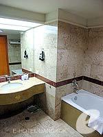 バンコク サイアム・プラトゥーナムのホテル : バイヨーク スカイ ホテル(Baiyoke Sky Hotel)のラン オブ ザ ハウス シングル(スタンダード ゾーン)ルームの設備 Bathroom