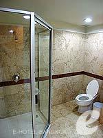 バンコク サイアム・プラトゥーナムのホテル : バイヨーク スカイ ホテル(Baiyoke Sky Hotel)のラン オブ ザ ハウス ツイン(スタンダード ゾーン)ルームの設備 Bathroom