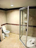 バンコク サイアム・プラトゥーナムのホテル : バイヨーク スカイ ホテル(Baiyoke Sky Hotel)のジュニアスイート シングル(スタンダード ゾーン)ルームの設備 Bath Room