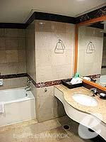 バンコク サイアム・プラトゥーナムのホテル : バイヨーク スカイ ホテル(Baiyoke Sky Hotel)のジュニアスイート ツイン(スタンダード ゾーン)ルームの設備 Bath Room