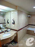 バンコク サイアム・プラトゥーナムのホテル : バイヨーク スカイ ホテル(Baiyoke Sky Hotel)のスーペリア スイート シングル(スタンダード ゾーン)ルームの設備 Bath Room